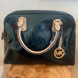 Gorgeous Michael Kors greenvinyl handbag w/leather